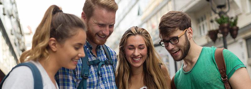 Groupe d'étudiants en erasmus à l'étranger